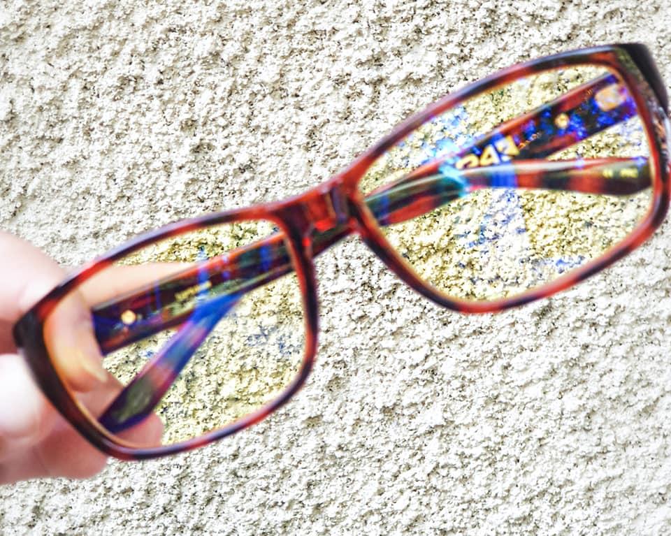 3ab5d86a40 mon modèle de lunette est Gunnar micron 24k Tortoise ici. Celui de Julia,  lunette cruz blue ici. Celui de Jamie , lunette cruz bicolore ici